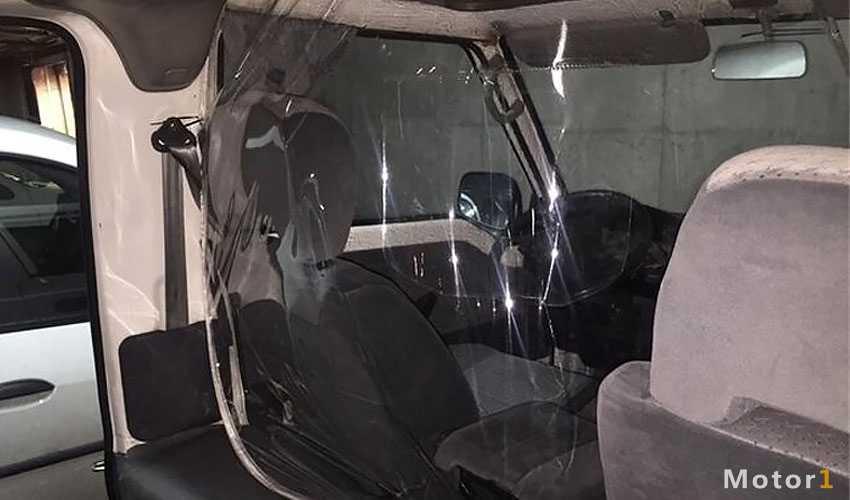 فضای جداکننده راننده و مسافر در تاکسی