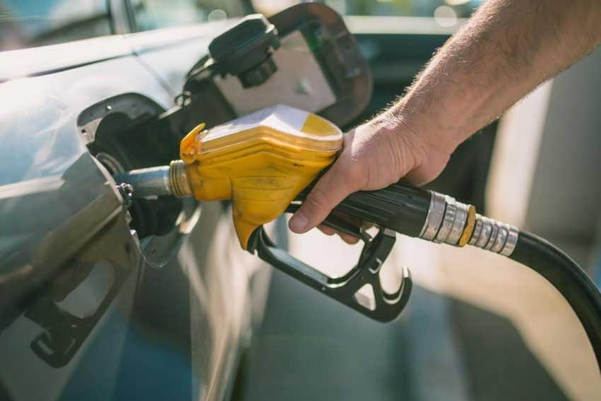 نه گرانی و نه سهمیه بندی بنزین در کار نیست